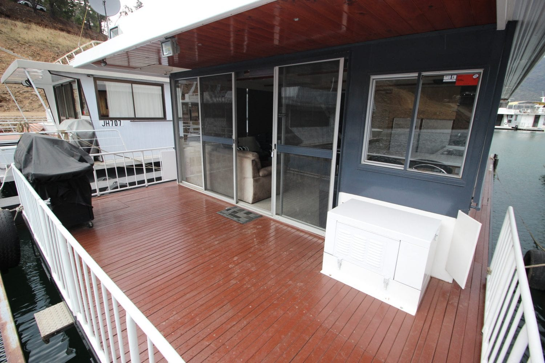 Chicargo House Boat Sales Lake Eildon