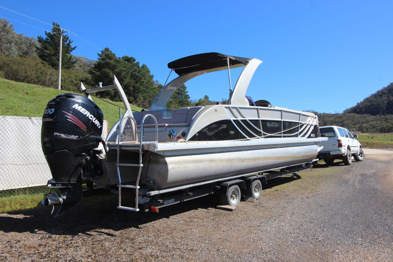South Bay   Tri Pontoon Boat